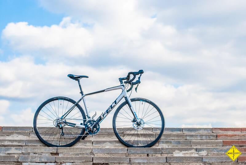 Шоссейный велосипед Felt VR40