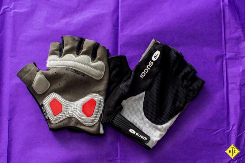 Обзор велоодежды Sugoi: джерси, велотрусы, куртки, перчатки